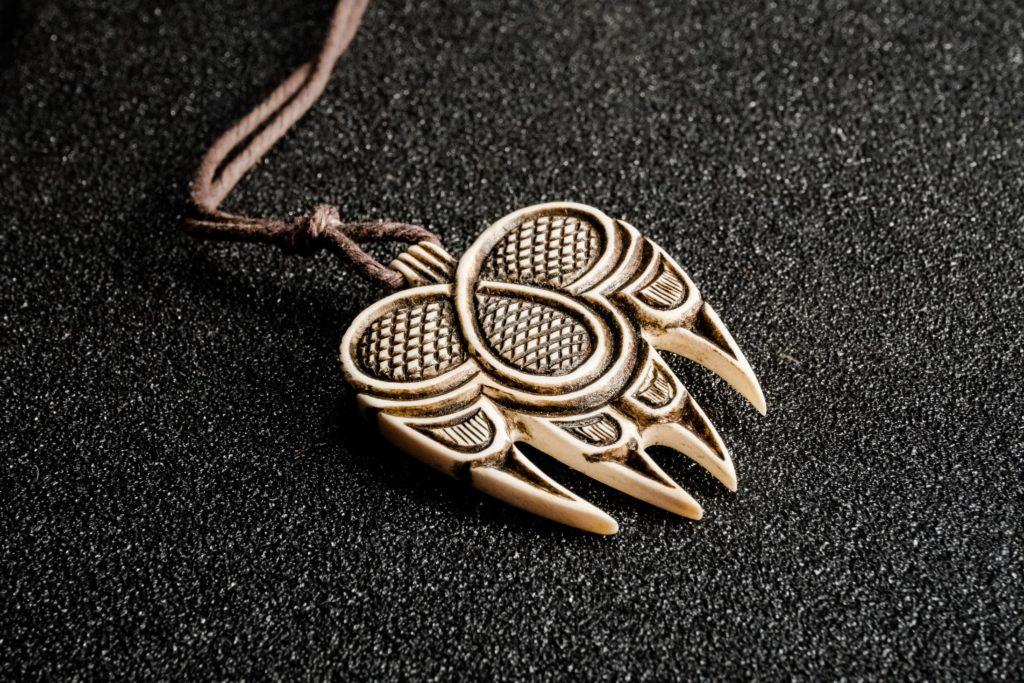 Vikings pendant bear paw amulet antler