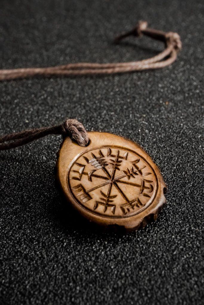 Buy Vegvisir compass pendant antler